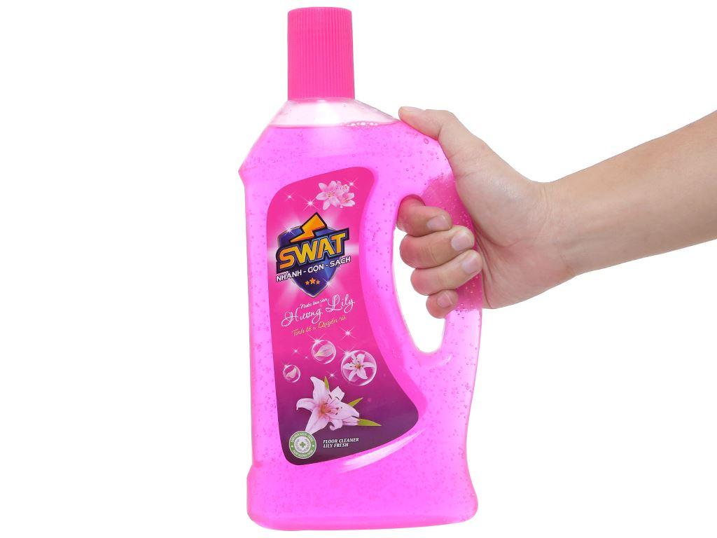 Nước lau sàn Swat hương hoa lily chai 1 lít 4