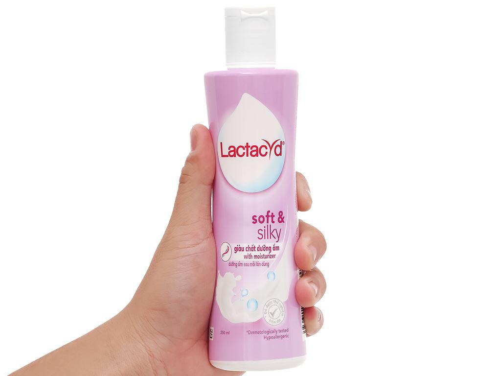 Dung dịch vệ sinh Sanofi Soft & Silky dưỡng ẩm 250ml 4