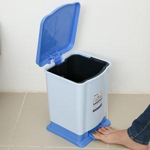 Thùng rác đạp nhựa nhỏ Duy Tân TR02 (giao màu ngẫu nhiên)