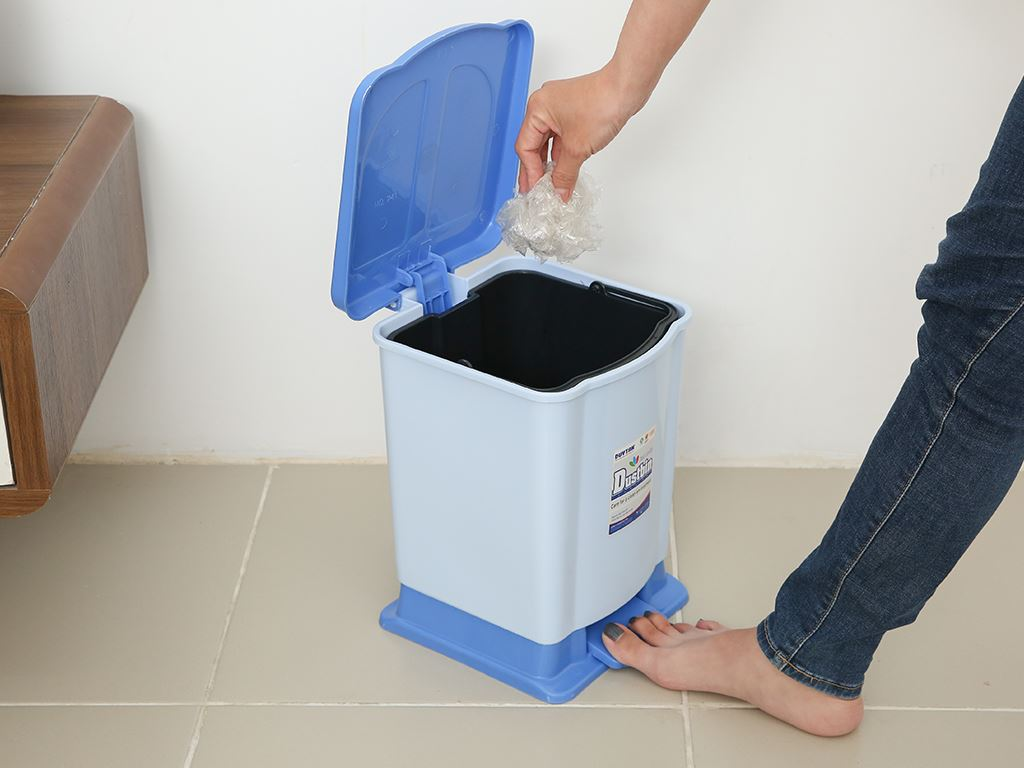 Thùng rác đạp nhựa nhỏ Duy Tân TR02 sữa 7