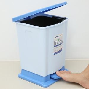 Thùng rác đạp nhựa trung Duy Tân TR03 (giao màu ngẫu nhiên)