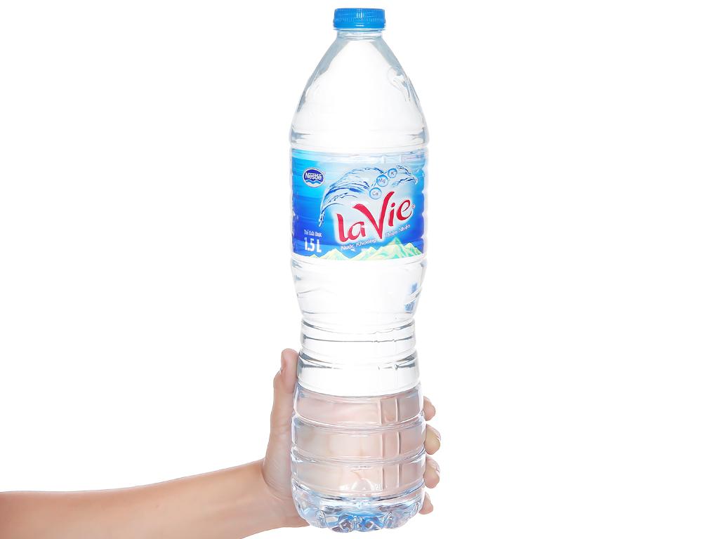 Thùng 12 chai nước khoáng La Vie 1.5 lít 5