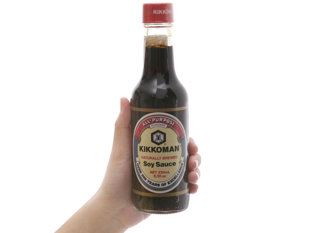 Nước tương hương vị Nhật Bản Kikkoman chai 250ml 4