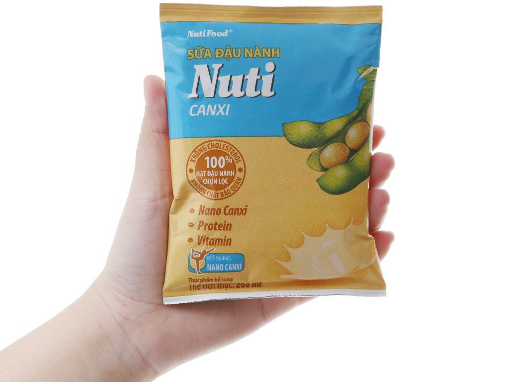 Thùng 36 bịch Sữa đậu nành Nuti Canxi 200ml 4