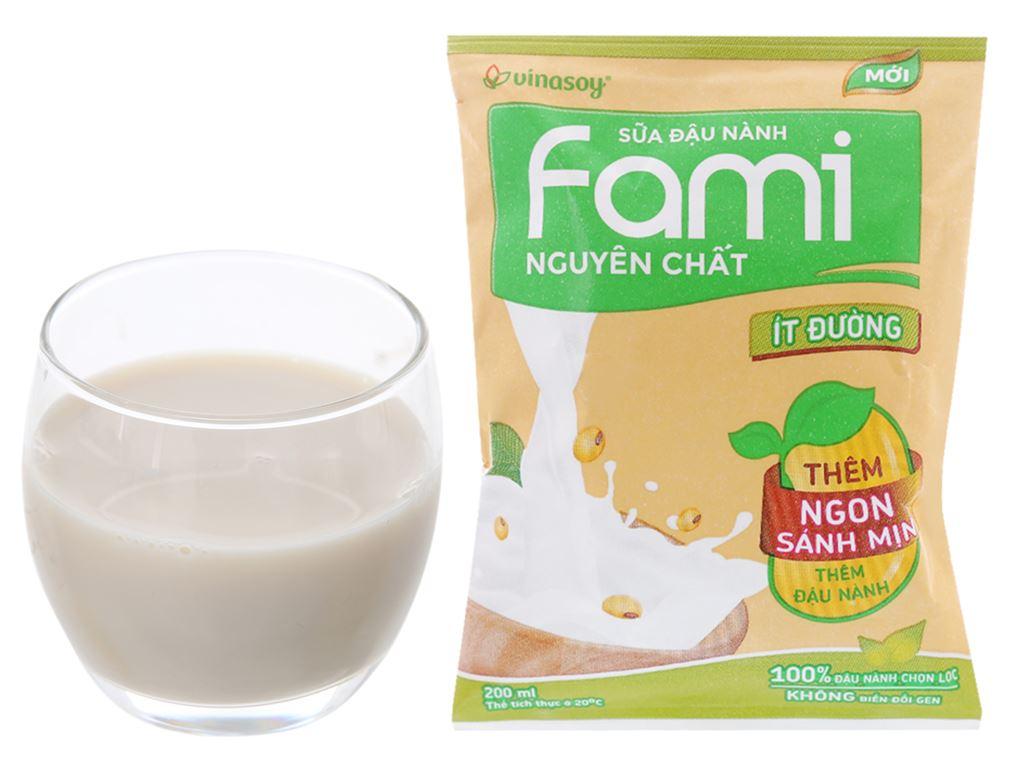 Sữa đậu nành Fami nguyên chất ít đường bịch 200ml 4