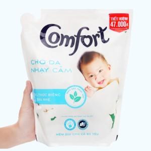 Nước xả cho bé Comfort cho da nhạy cảm hương phấn túi 2.6 lít