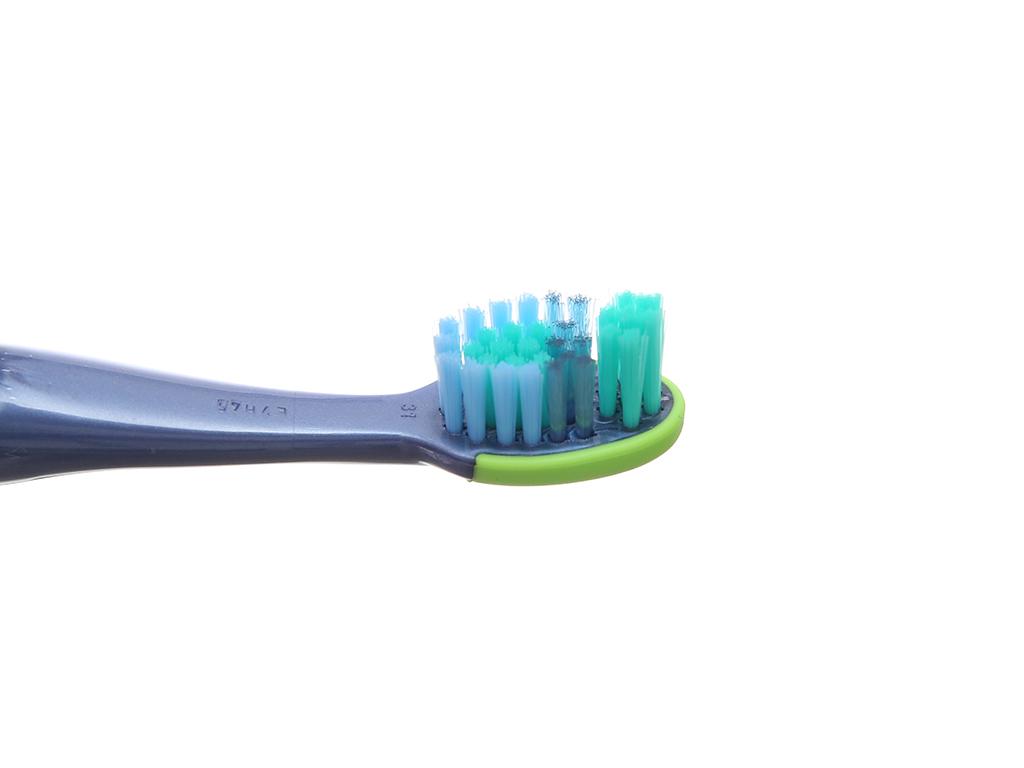 Bàn chải cho bé 5 - 7 tuổi Oral-B Stages 3 lông mềm 4