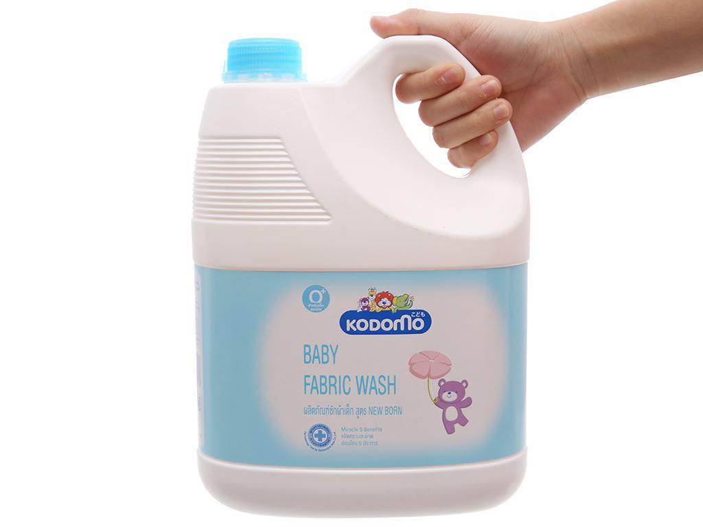 Nước giặt tẩy cho bé Kodomo xanh dịu nhẹ can 3 lít 4