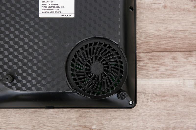 Quạt tản nhiệt hoạt động hiệu quả - Bếp hồng ngoại Whirlpool ACT209/BLV