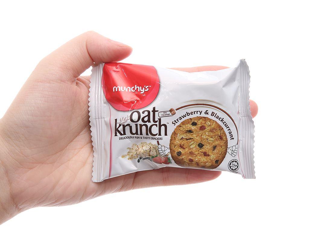 Bánh yến mạch dâu và nho đen Munchy's Oat Krunch hộp 156g 5