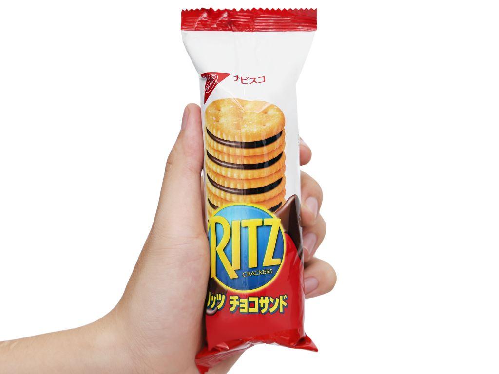 Bánh quy kẹp kem socola Ritz hộp 160g 9