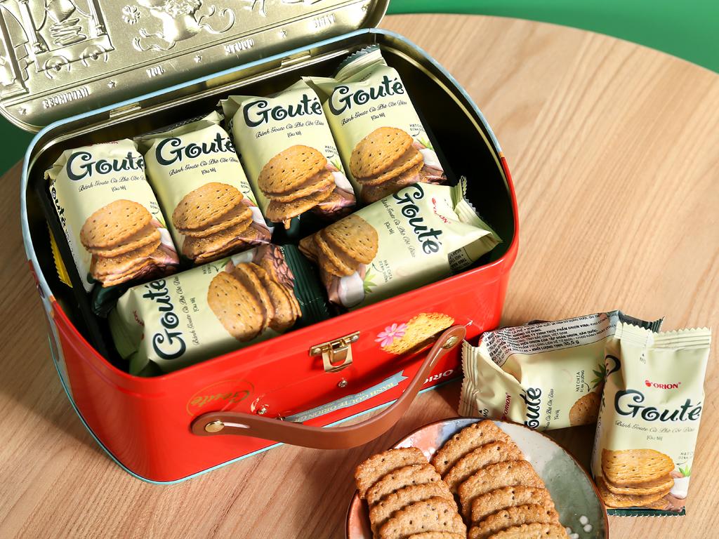Bánh quy mè và dừa Gouté hộp thiếc 429g 6