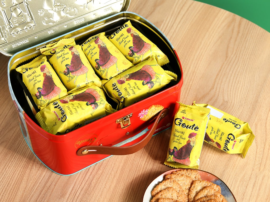 Bánh quy mè và dừa Gouté hộp thiếc 429g 8