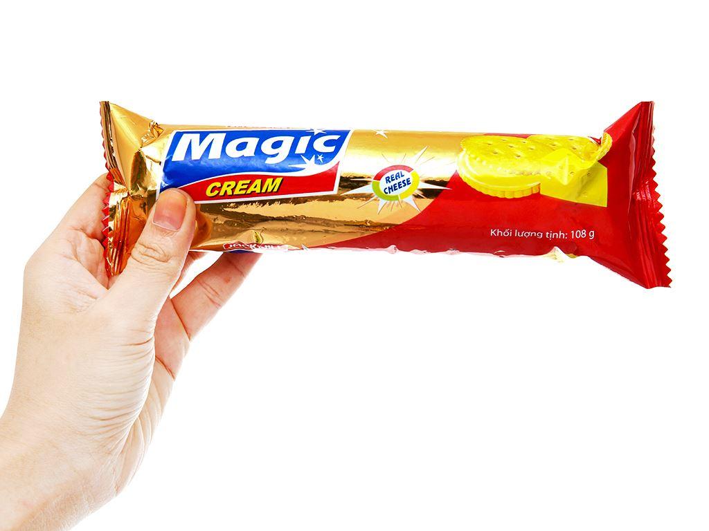 Bánh cracker kem phô mai Magic gói 108g 3