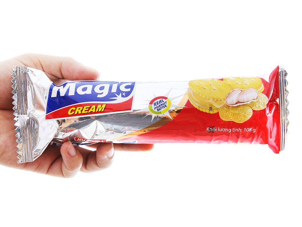 Bánh cracker kem bơ đậu phộng Magic gói 108g 3
