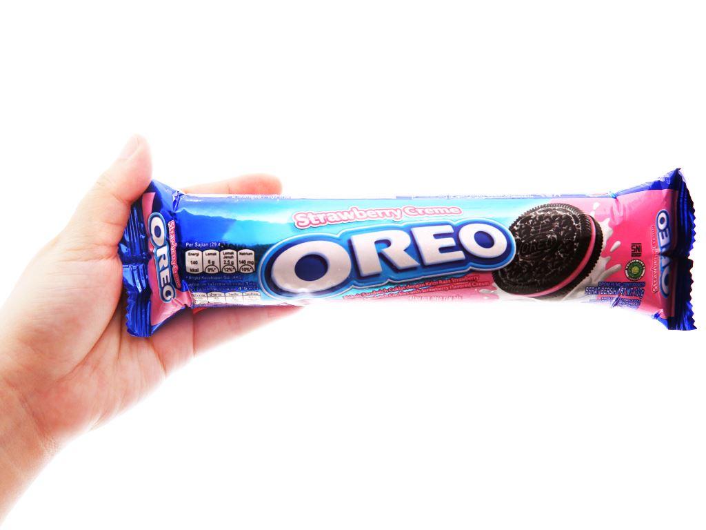 Bánh quy Oreo kem dâu gói 133g 3