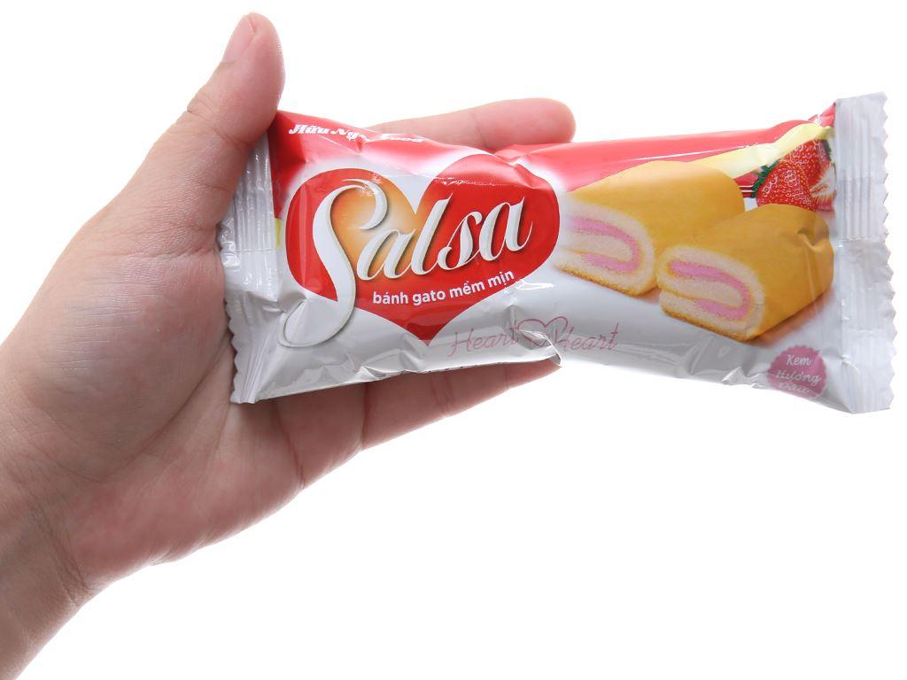 Hộp 20 bánh bông lan cuộn kem hương dâu Salsa 18g 4