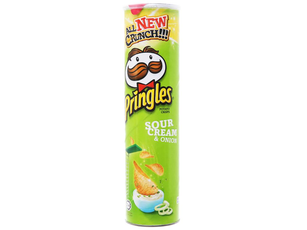 Snack khoai tây vị kem chua và hành Pringles lon 147g 5