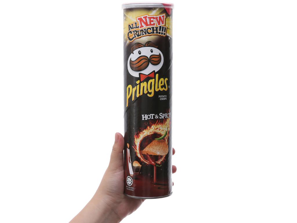 Snack khoai tây vị cay đặc biệt Pringles lon 147g 3