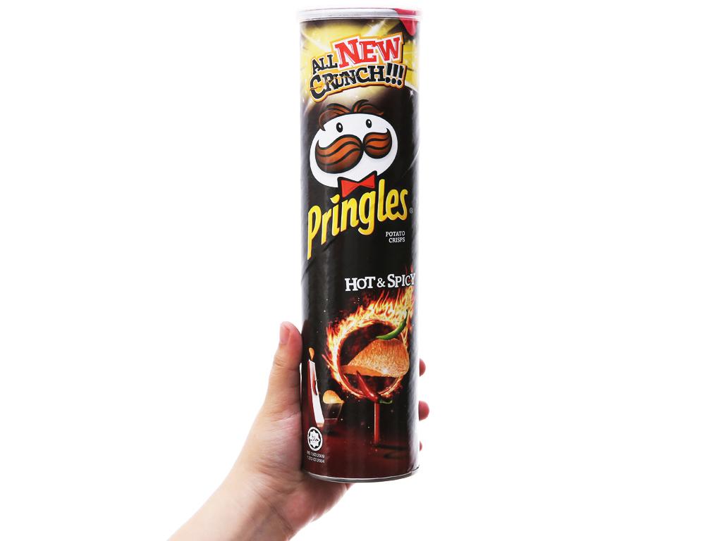 Snack khoai tây vị cay đặc biệt Pringles lon 147g 7