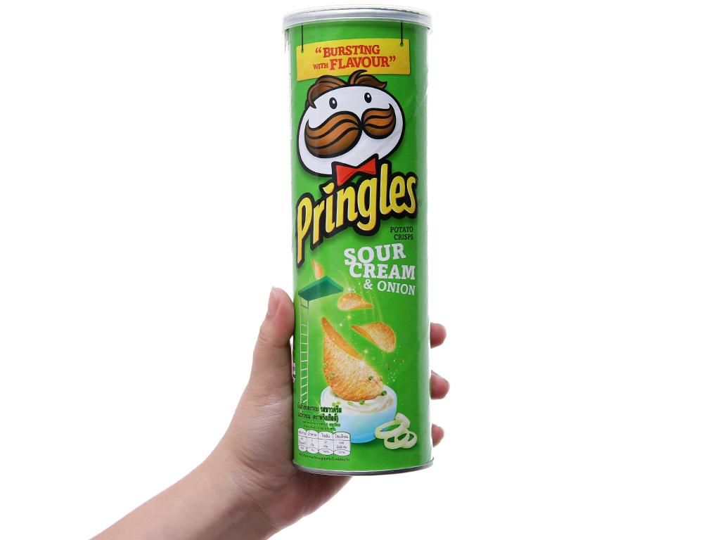 Snack khoai tây vị kem chua và hành Pringles lon 110g 3