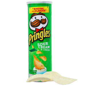 Snack khoai tây vị kem chua và hành Pringles lon 110g