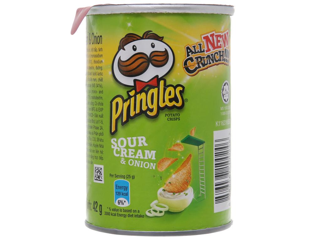 Snack khoai tây vị kem chua và hành Pringles lon 42g 1