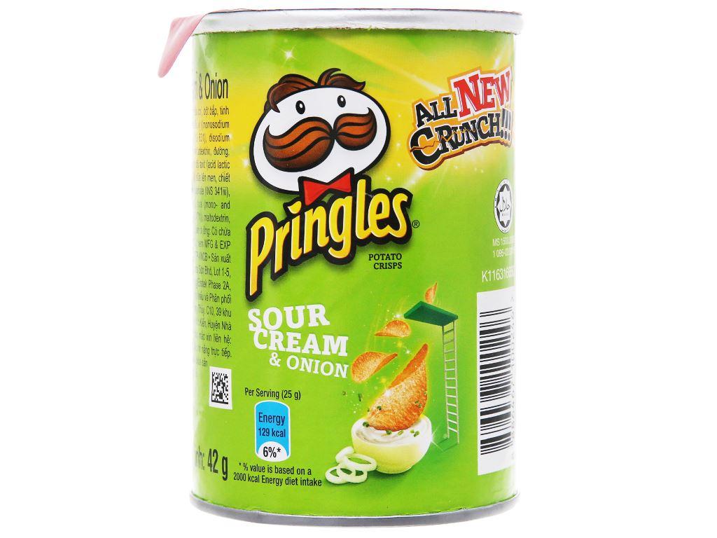 Snack khoai tây vị kem chua và hành Pringles lon 42g 2