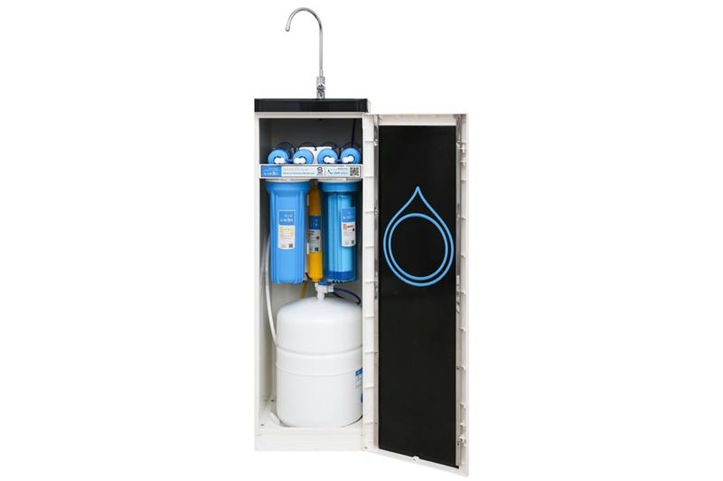 Có công suất lọc nước 10 lít/giờ, bình chứa nước lớn 10 lít - Máy lọc nước RO Karofi K8RO-H 8 lõi