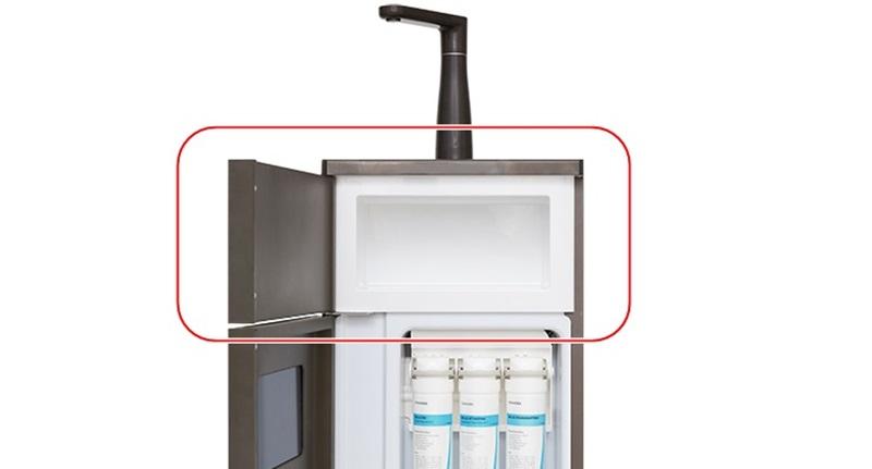 Có khoang chứa đồ, tiện bảo quản ly tách sạch sẽ - Máy lọc nước RO Toshiba TWP-N1843SV 3 lõi