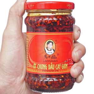 Ớt chưng dầu cay giòn Lao Gan Ma hũ 210g