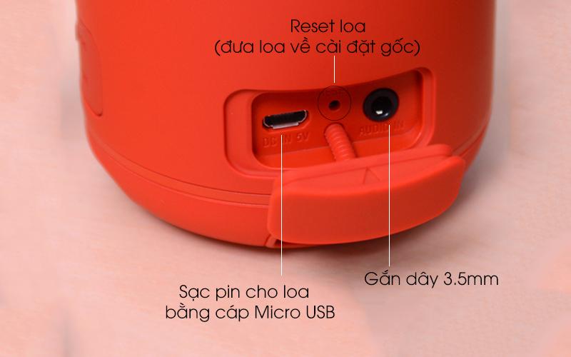 Loa Bluetooth Sony SRS-XB12 sử dụng cổng sạc Micro USB