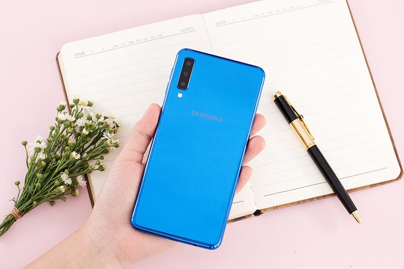 Trải nghiệm điện thoại Samsung Galaxy A7 2018