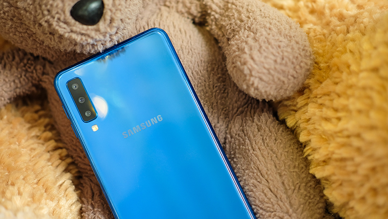 3 camera mặt sau điện thoại Samsung Galaxy A7 2018