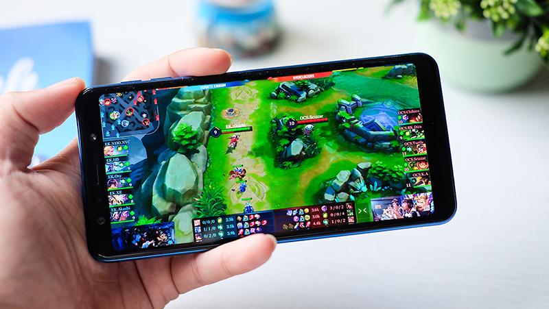 Chơi game trên điện thoại Samsung Galaxy A7 2018