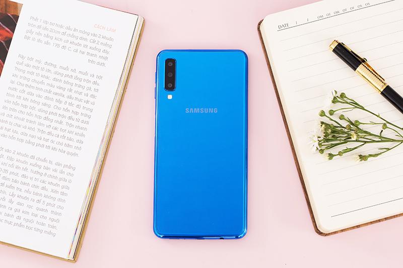Thiết kế điện thoại Samsung Galaxy A7 2018