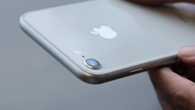 Cụm camera sau của điện thoại iPhone 8