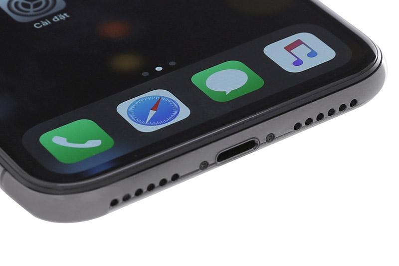 Cổng sạc lightning và loa chính trên iPhone X