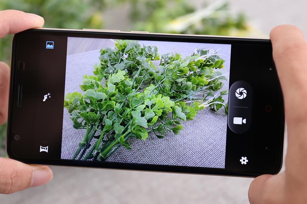 Giao diện camera đơn giản, dễ dàng sử dụng
