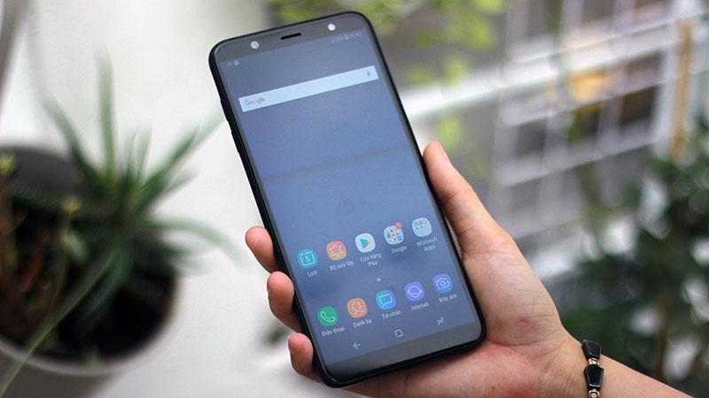 Màn hình tràn viền điện thoại Samsung Galaxy J8