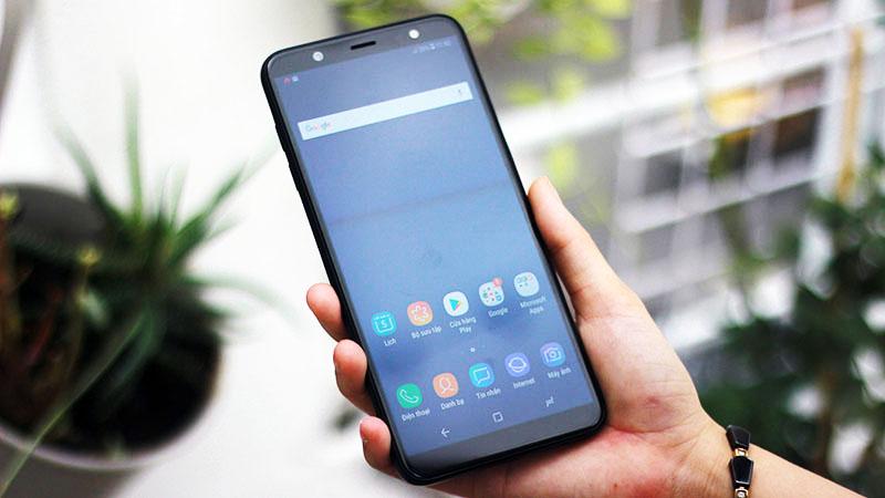 Giao diện Android của điện thoại Samsung Galaxy J8
