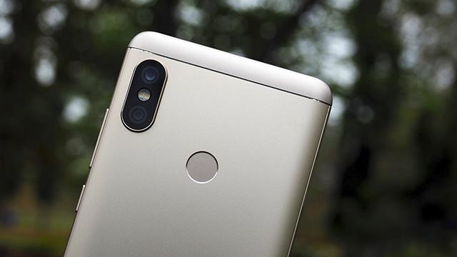 Camera kép mặt sau của điện thoại Xiaomi Redmi Note 5