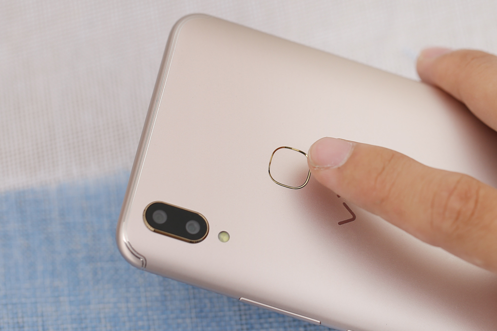 Phone - ទូរស័ព្ទ Vivo V9 - ផ្ទៃខ្នងល្អឥតខ្ចោះ