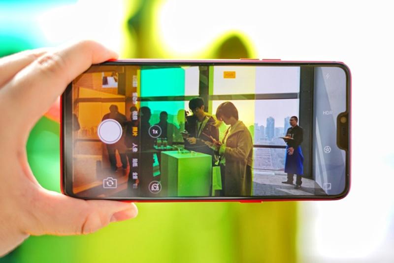 ទូរស័ព្ទ OPPO R15 Pro - កាមេរ៉ាស៊ែលហ្វី | BigPhone.com