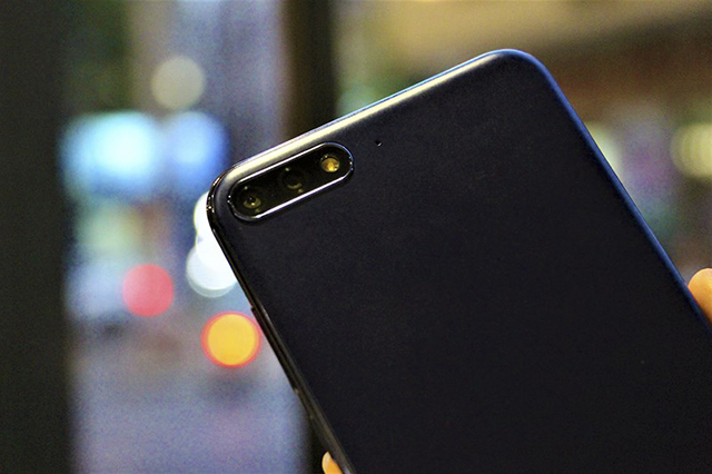 Camera kép mặt sau điện thoại Huawei Y7 Pro 2018