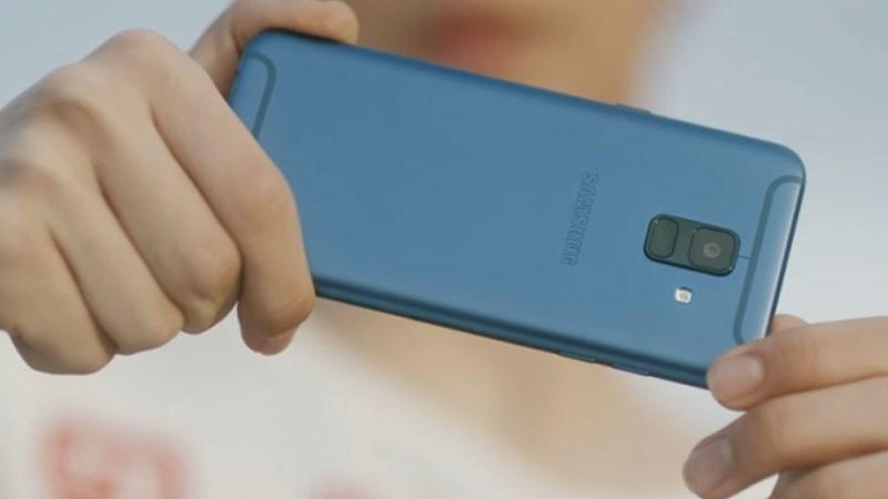 Dãy ăng-ten hình chữ U giống Galaxy J7 Pro