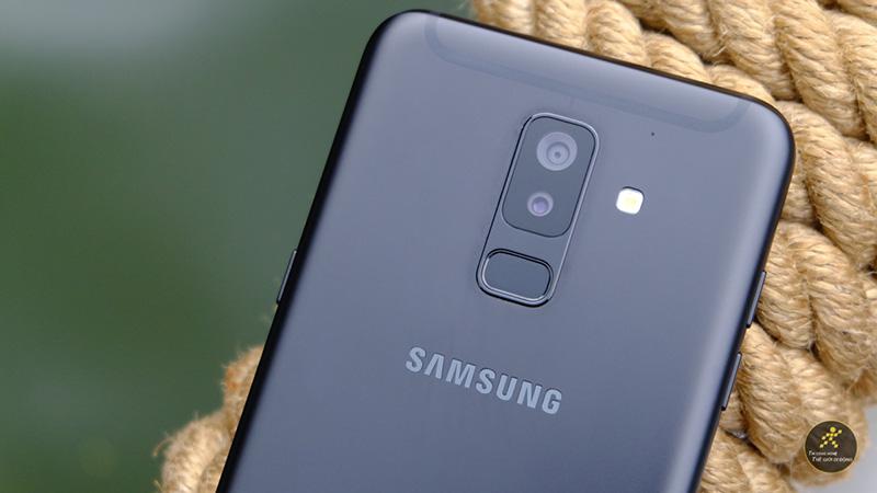 Camera kép mặt sau trên điện thoại Samsung Galaxy A6+ (Plus)