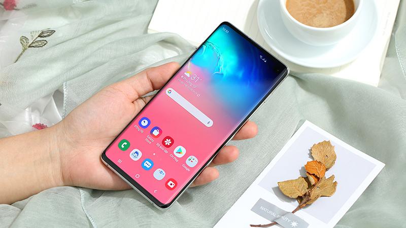 Mặt trước điện thoại Samsung Galaxy S10 chính hãng