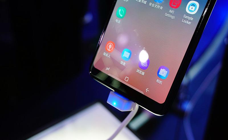 Màn hình của Samsung Galaxy A8 Star