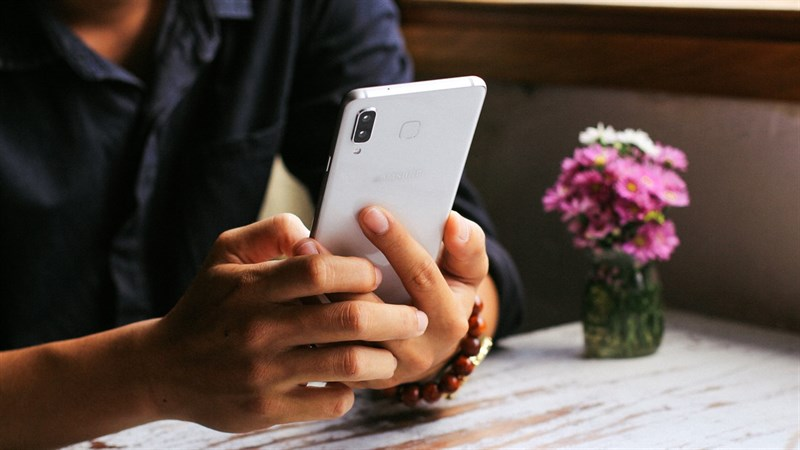 Thiết kế điện thoại Samsung Galaxy A8 Star
